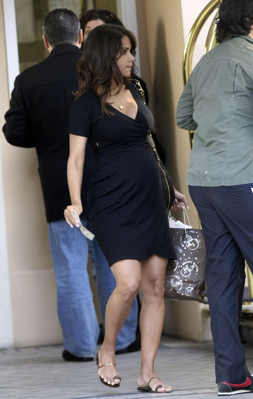 Halle Berry Pregnant Swag 3