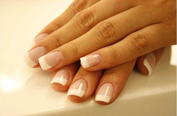 As unhas de acrílico e gel também são procuradas por pessoas que querem parar de roer unhas e por quem prefere uma manutenção mais fácil das unhas no dia-a-dia.