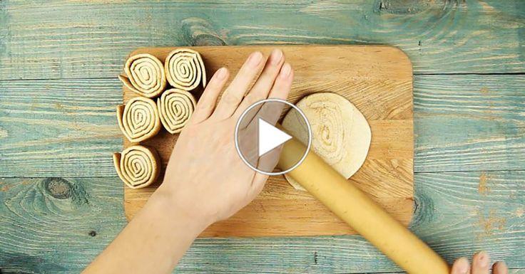 În formele pentru brioșe puteți pregăti absolut orice. Dacă aveți în congelator o foaie de aluat foietaj, puteți prepara niște coșulețe extraordinare pentru un desert rafinat. Echipa Bucătarul.tvvă oferă o rețetă de coșulețe crocante umplute cu cremă de vanilie și caramel de portocale – un desert irezistibil care-ți lasă gura apa. Acest desert cu crustă …