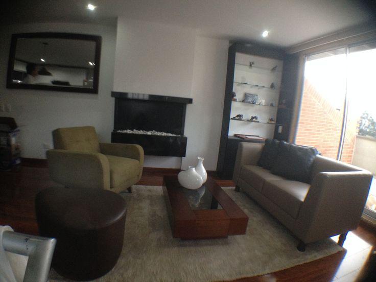 Los colores neutros y los muebles de linea puras dan un toque moderno en espacios pequeños.