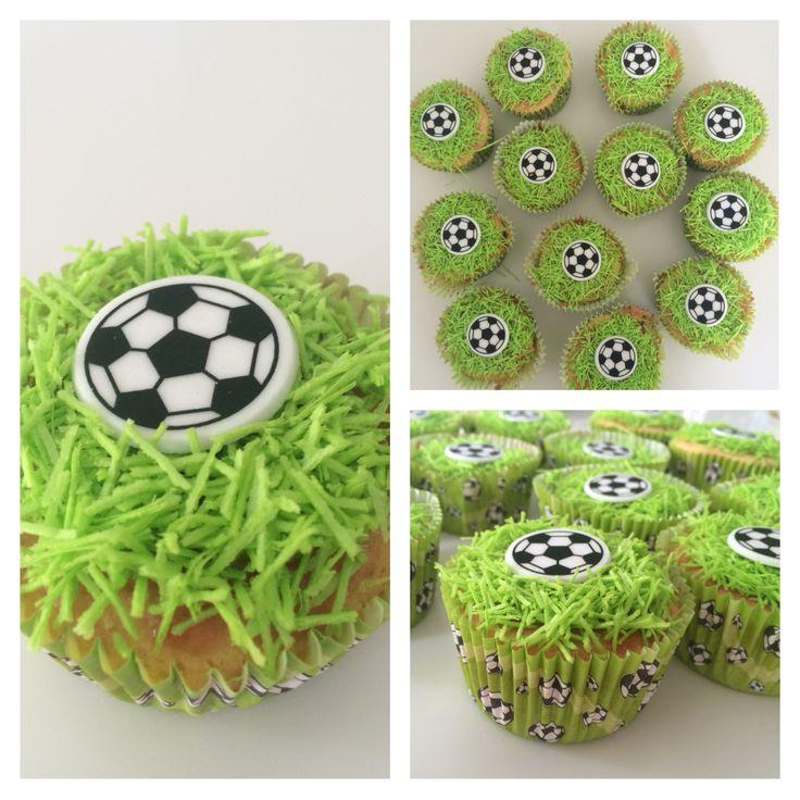 Leuke traktatie: voetbal cupcakes!