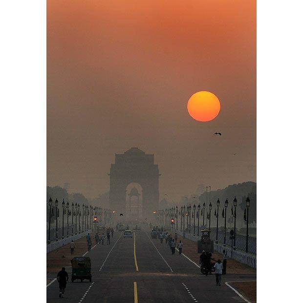 Sunrise over the historic India Gate in New Delhi, India