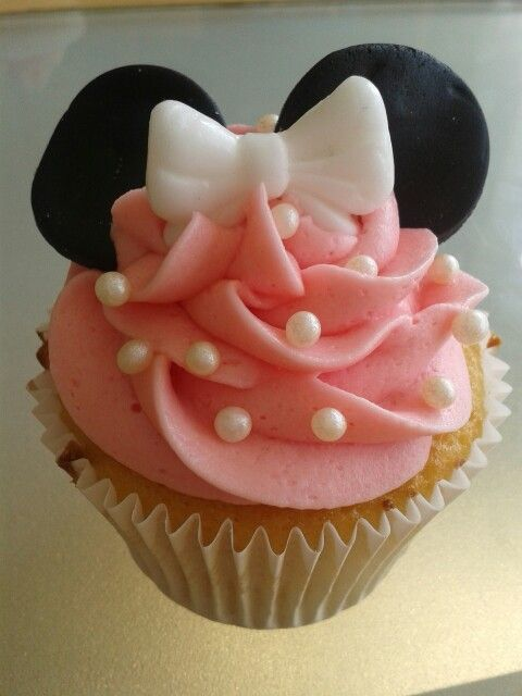 Minnie mouse cupcake for Georgia's birthday