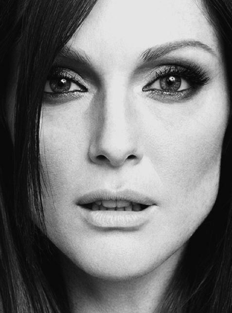 JULIANNE MOORE - A CLASS ACT, AND ONE OF THE BEST OF HER GENERATION.