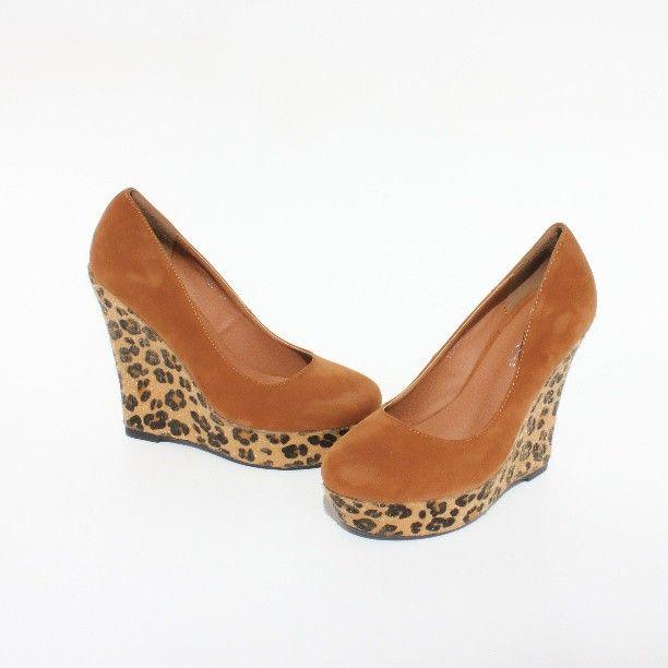 Zapatos con cuña de leopardo próximamente en Napdad.com