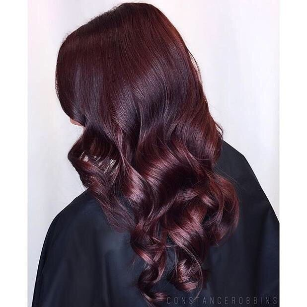 """I always add a booster/intensifier to my formula for midlengths and ends when working with reds. The hair is more porous in those areas which is why they tend to brown out. Here I used Matrix Color Sync in BR/RB/RV+ then added SoBoost Red to the refresh formula"" - @constancerobbins#matrixhair #matrixcolor ✂️❤️✂️"