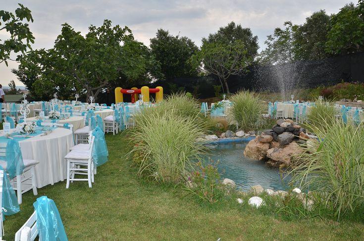 Bahçe Panorama Nilüfer Kır Düğünü  Nilüfer Kır Düğünü Tüm davetlilerin akıllarında kalmalı ve başta yeni çift olmak üzere herkes mutlu ayrılmalıdır organizasyon alanından. Bursa'nın kır düğünü mekanlarından Bahçe Panorama; sizlere ve misafirlerinize iki ayrı konseptteki salonu ile güzel ve eğlenceli bir organizasyon amacı ile özel dekorasyon seçeneklerimiz ve önerilerimizle hizmetinizdeyiz…