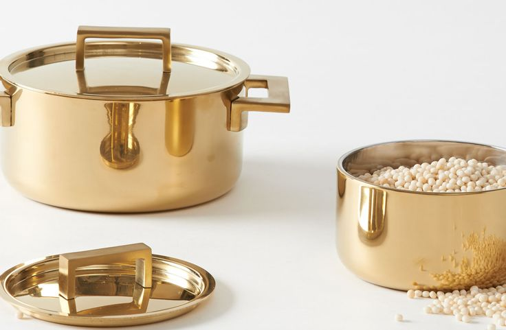 Gold pots and pans to bring out the brass in the pendants and cabinet handles