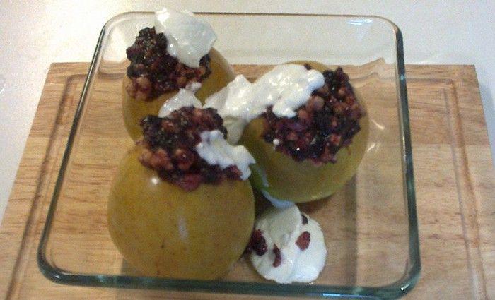 Jablka, marmeláda, zakysaná smetana a oříšky podle vlastní chuti - mandle, kešu ořechy, lískové ořechy, ... Autor: siesta