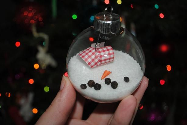 You'll just love this easy Melted Snowman #DIY #Christmas ornament idea!
