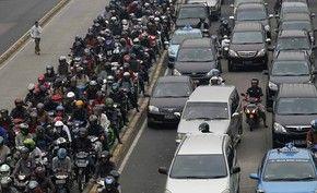 Congestionamento nesta quinta-feira (10) em Jacarta. (Foto: Reuters)