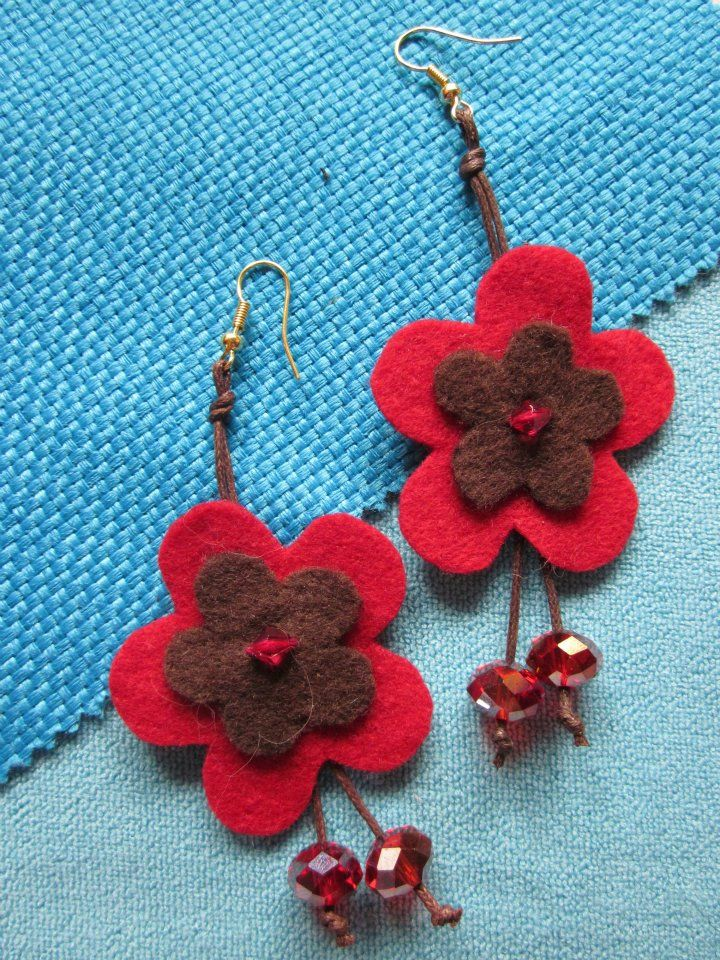 Earrings felt