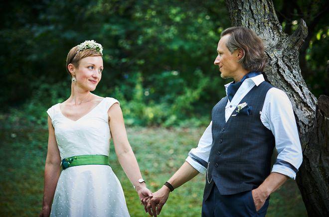 Brautkleid kurz, mit Punkten und V-Ausschnitt  (Foto: Gabriele Paar)