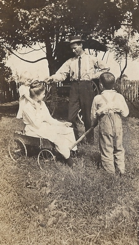 Mary Beverly, Sarah, Simon and Urey Lee Gillim (early 1920's)