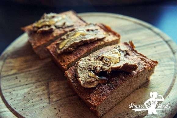 Du suchst nach einem leckeren Rezept für ein Früchte Protein-Brot, dass leicht zuzubereiten ist und einen idealen Snack darstellt? Hier kommt es!