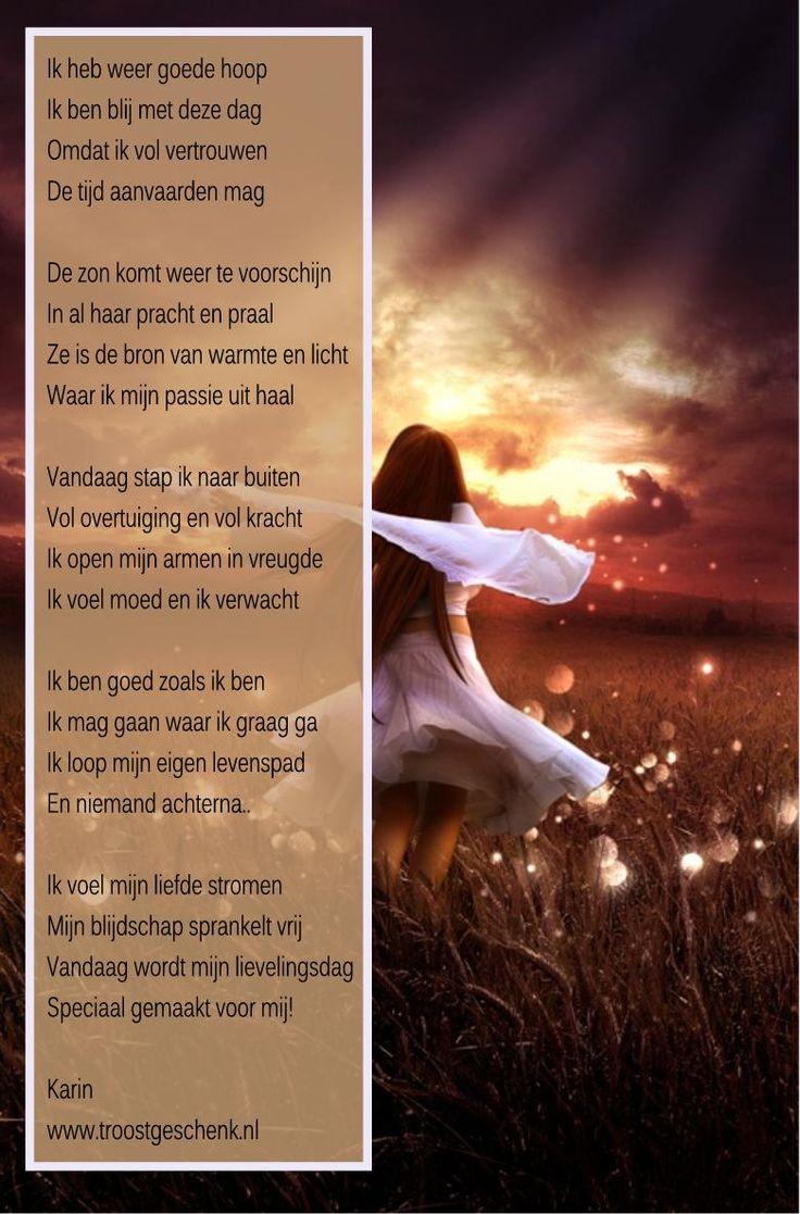 www.troostgeschenk.nl Wanneer je iemand verliest, lijkt het leven bijna niet meer de moeite waard. Het is leeg.. het is te stil.. De dag is veranderd en alles ziet er somberder uit, maar wanneer je de tranen hebt toegelaten en de pijn hebt doorvoeld, dan komt er een dag, waarop je weer naar buiten stapt ...