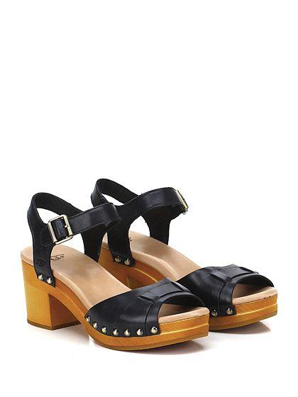 UGG - Sandalo basso - Donna - Sandalo basso in pelle con cinturino su collo piede e borchie laterali. Suola in gomma, tacco 70, platform 25 con batuuta 45. - BLACK - € 160.00