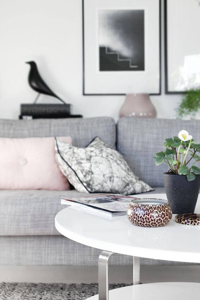 neutral livingroom with blush