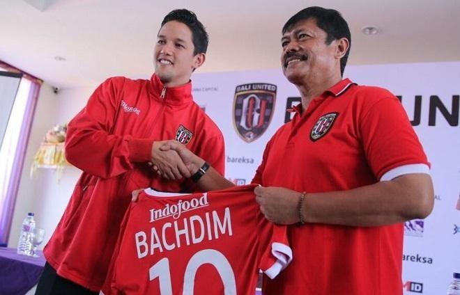 Covesia.com - Pesepak bola Irfan Bachdim membeberkan alasannya kenapa dirinya lebih memilih Bali United ketimbang klub lain untuk melanjutkan karir sepak...