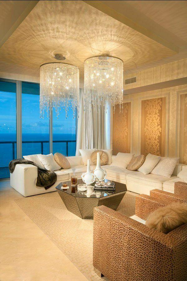 Helles Wohnzimmer Einrichten 2 Kronleuchter Aus Glas Sofa Dekokissen