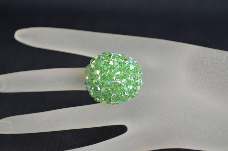 Bague boule en cristal de Swarovski péridot ab de la boutique BABCREA sur Etsy