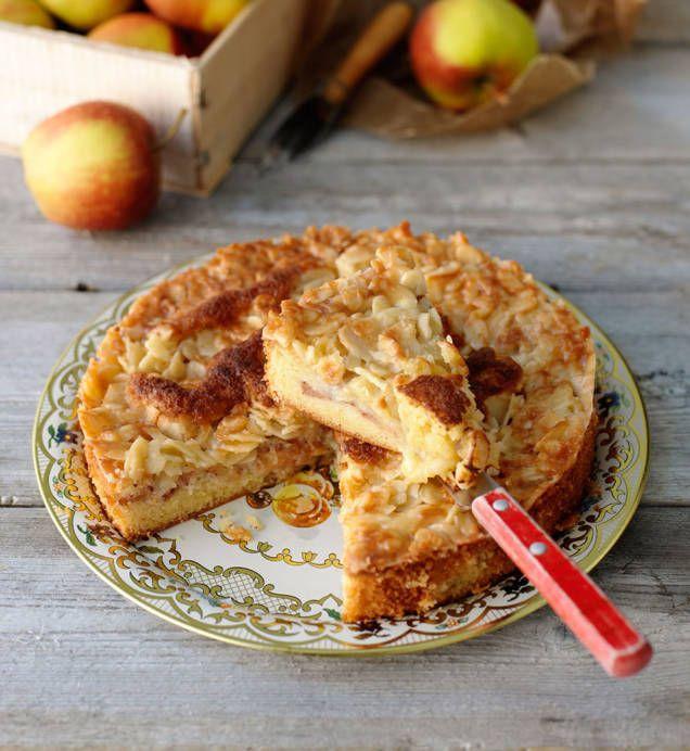 Med lite äpple och kanel blir den underbara toscakakan ännu godare.