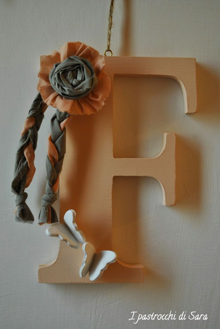 Lettere di legno per nascita o fuoriporta, fatte a mano con stoffa e farfalle Wooden letters for birth or handmade with outdoor fabric and butterflies