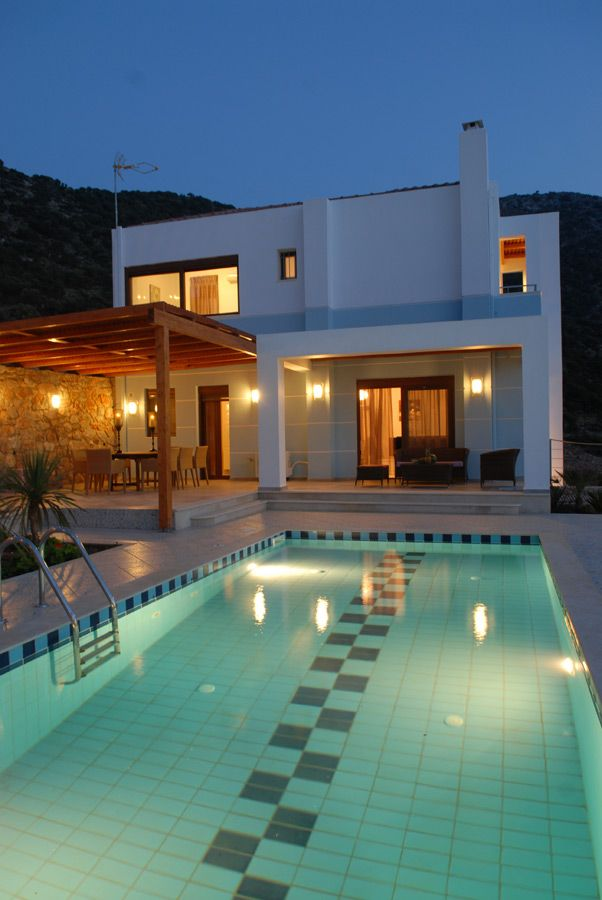 The Crete  Villa  Sisses/Electra is  located  at  a  distance  of  35  km  from  Heraklion.  A  new, unique complex consisting of 4 designed luxurious villas, all having private pools with hydro massage, a view to the sunset of Bali and a picturesque beach.   All villas are built within their own private area, and they have a spacious living room with  a  fireplace,  a  fully  equipped  kitchen,  a  dining  room,  a  private  pool  with  hydro massage.