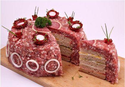 Im Netz ein Hit: Dürfen wir vorstellen – Die Mett-Torte!