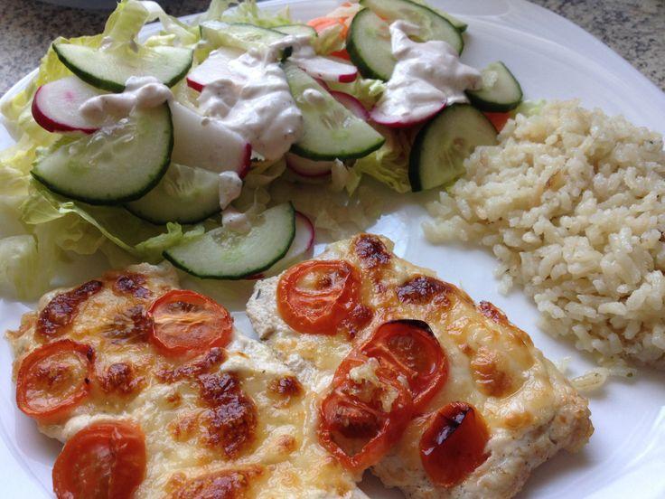 Mozzarellás paradicsomos csirke, salátával