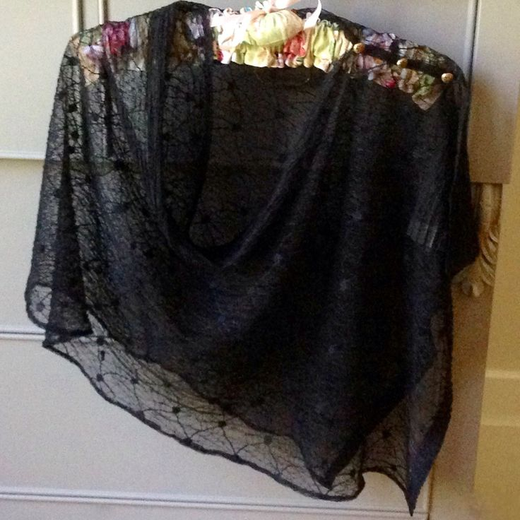 Just posted a pattern for making this Capelet Shrug on my blog at garnetfleuri.wordpress.com  A simple design in the style of my glam black lace wrap