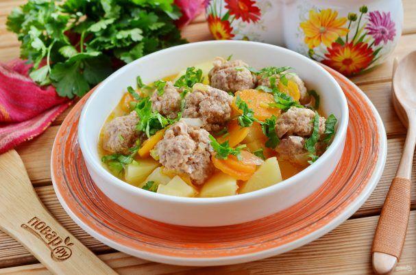 """Альбондигас (фрикадельки с овощами)  Ингредиенты: Вода — 1 Литр Морковь — 2-4  Штуки Лук — 1 Штука Картофель — 2 Штуки (крупных) Сальса (соус) — 1-1,5  Стакана Фарш говяжий — 600 Грамм Панировочные сухари — 0,3 Стакана Молоко — 0,3 Стакана Кинза (петрушка) — 1 Пучок Соль — По вкусу Перец черный молотый — По вкусу  Количество порций: 4  Как приготовить """"Альбондигас (фрикадельки с овощами)"""" 1. Подготовьте продукты, воду и специи. Приступим! Воду доведите до кипения, посолите по вкусу. 2…"""