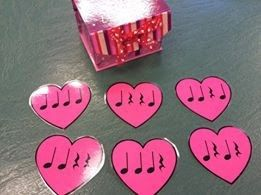 Kodaly Inspired Classroom - Grab these FREE Valentines Rhythm Hearts on my blog! Perfect rhythm game for the elementary music classroom during Valentine's or any time of year.