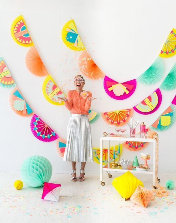 DIY Party Dekoideen zum selber machen, Fotohintergrund basteln, Partydeko Ideen, Party dekorieren, Geburtstagsparty Deko, Deko selber machen,