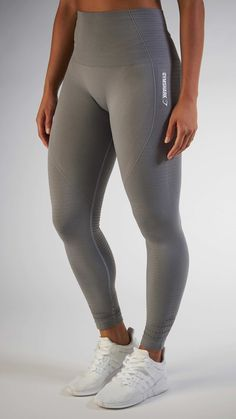 With their stunning and form fitting shape, the Seamless High Waisted leggings in Slate Grey are beautifully different.