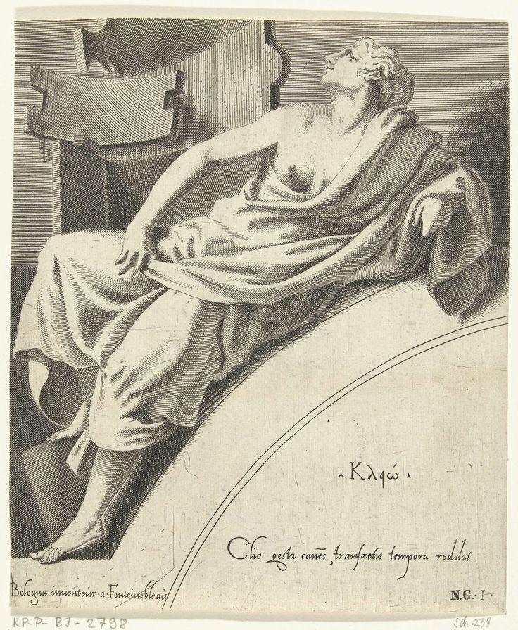 Francesco Primaticcio | Clio, Francesco Primaticcio, Léon Davent, c. 1540 - c. 1555 | De muze Clio leunend op een boog. Haar naam in het Grieks en een verwijzing in het Latijn staan op de boog.
