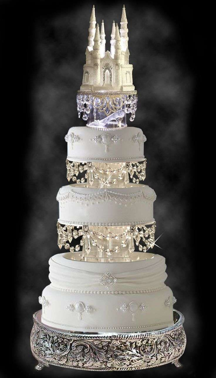 Torte nuziali con Swarovski - Torta con castello e Swarovski