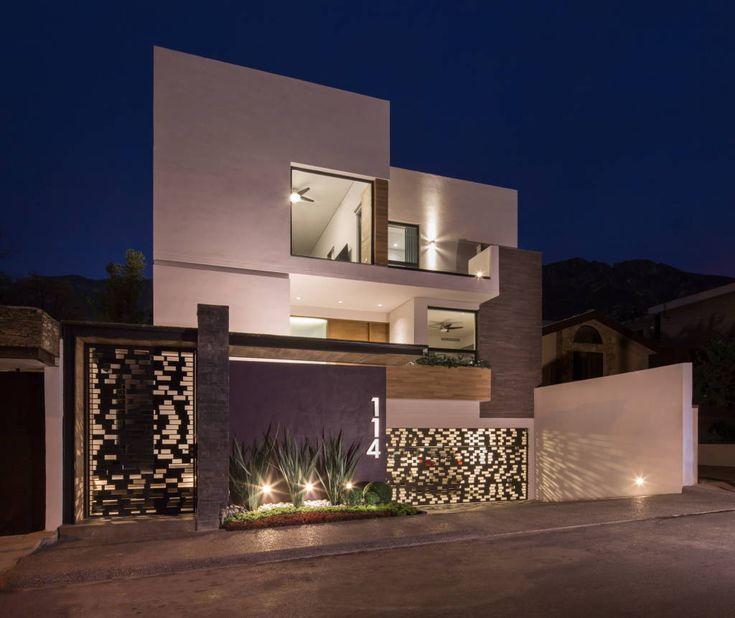 Busca imágenes de diseños de Casas estilo Minimalista}: fachada principal. Encuentra las mejores fotos para inspirarte y y crear el hogar de tus sueños.