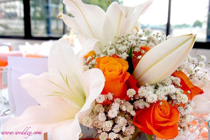 Une composition florale orangée pour un centre de table énergique !