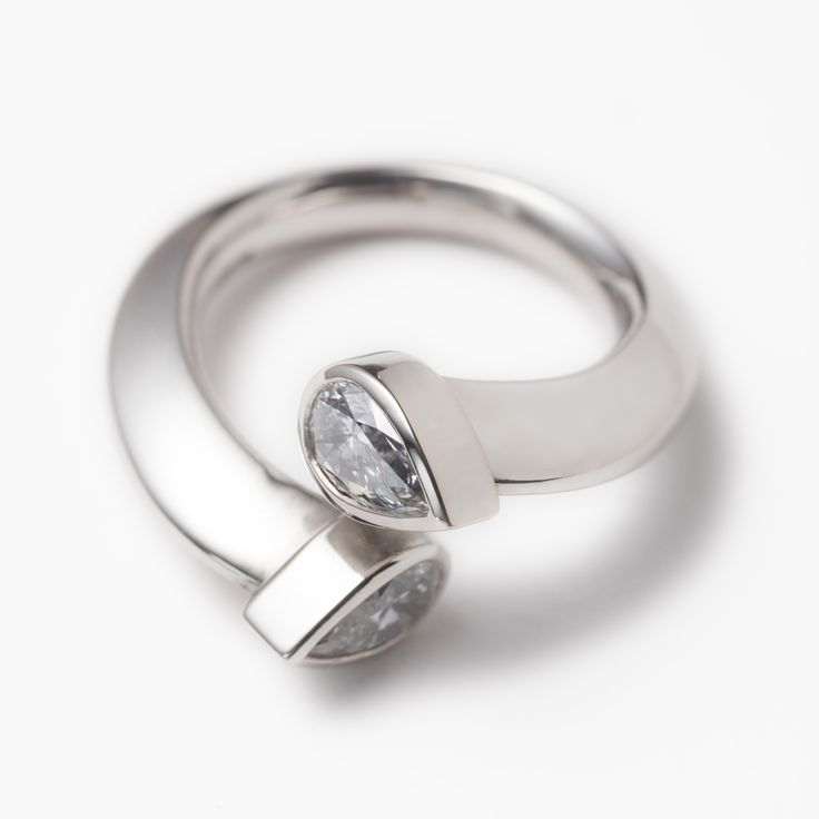 18ct white gold split engagement ring with 2 x 0.50ct pear cut diamonds. Engagement rings Cork city,