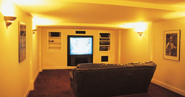 Como montar um centro de entretenimento em casa. Esse artigo irá explicar como montar uma sala para todos os seus aparelhos áudiovisuais de entretenimento. Aqui discutiremos os elementos-chave para um home theater e como juntá-los para criar um centro de entretenimento que irá surpreender a todos.