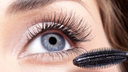 Dikke klonters in je wimpers of zwarte vlekken rond je ogen die niet als smokey eyes bedoeld zijn, elke vrouw krijgt er wel eens mee te maken. Dankzij ...