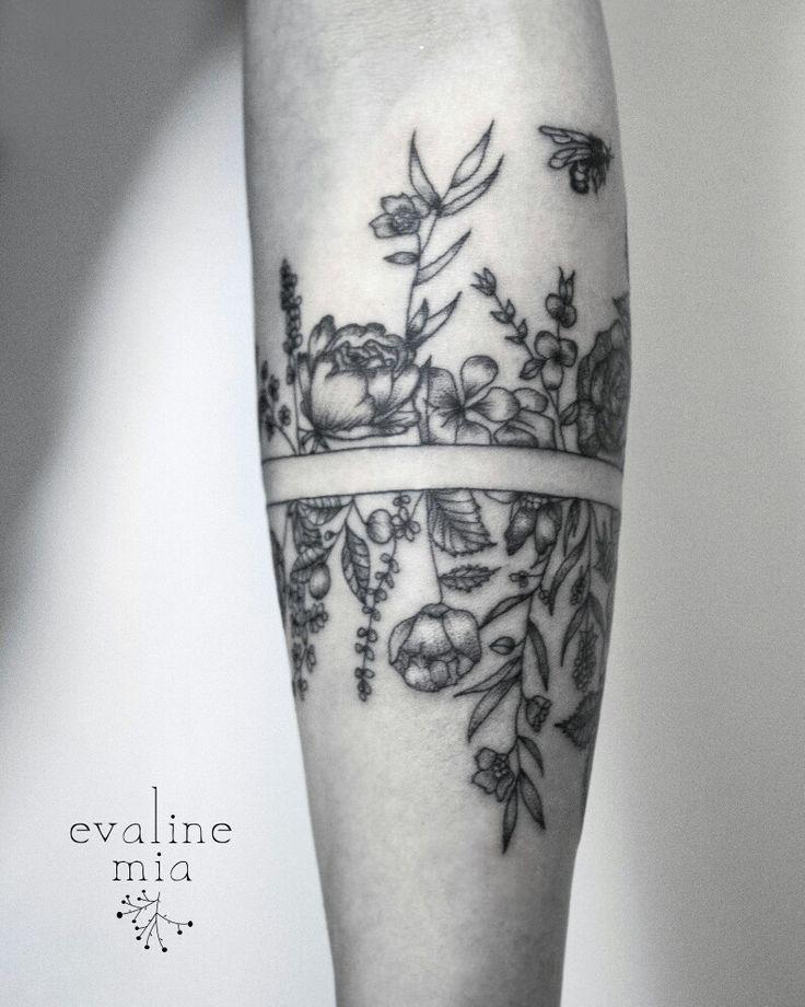 Botanical armband tattoo 2/3