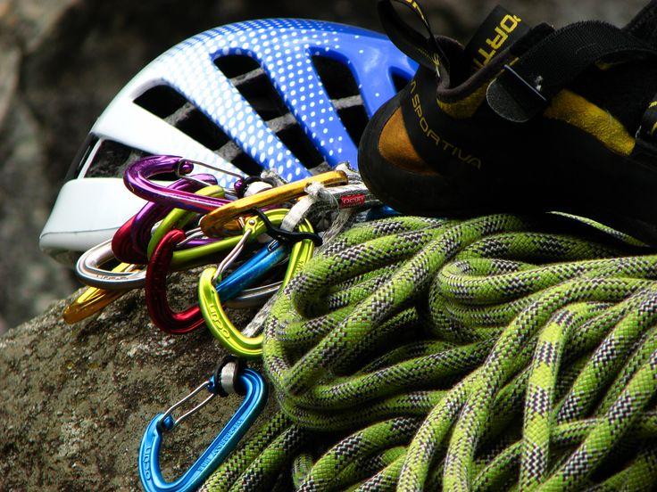 Sportmászás, sziklamászás forever... :-)  http://hegymaszotanfolyam.hu