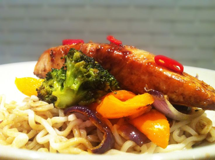 LILLIANs MATBLOGG: Soyamarinert laksefilet med ovnsbakte grønnsaker og nudler