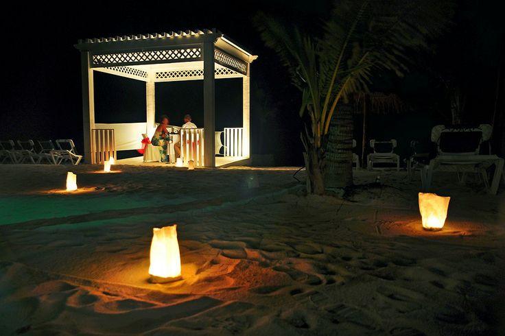 Ihan kahdestaan! Blue Couples -hotelli El Dorado Seaside Suites on nimetty kymmenen maailman romanttisimman hotellin joukkoon. www.finnmatkat.fi #holiday #mexico #valentinesday