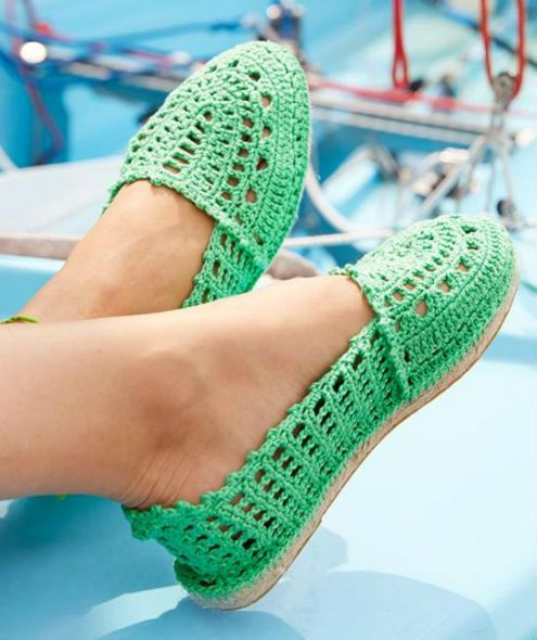 Crochet espadrilles, free crochet pattern (picture by Catania)   Happy in Red