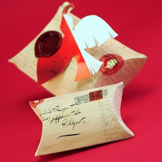 Gorgeous Valentine Pillow box idea---I have this die from St&in Up! & 102 best Pillow Box Ideas images on Pinterest | Pillow box Boxes ... pillowsntoast.com