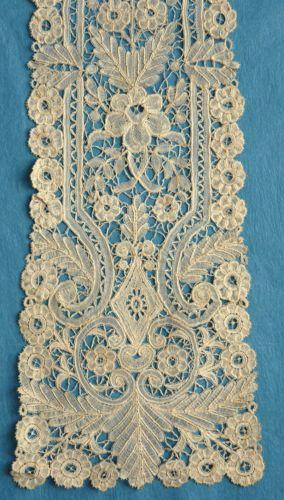 Antique/vintage Brussels Duchesse lace narrow scarf/lappet
