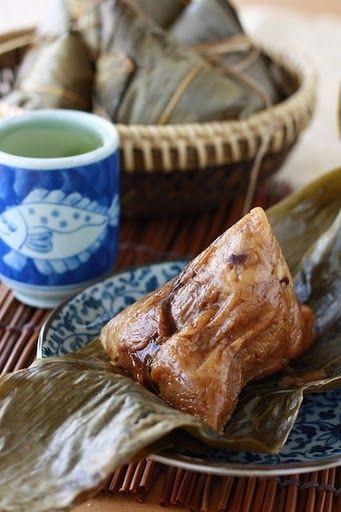 www.mytaiwantour.com Traditional Zongzi Rice Dumplings (Bak Chang 肉粽) recipe by SeasonWithSpice.com